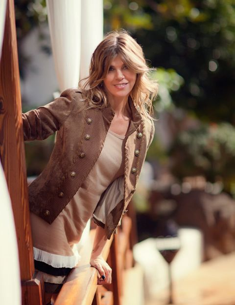 Style, Street fashion, Long hair, Fashion model, Blond, Brown hair, Model, Layered hair, Waist, Fur,