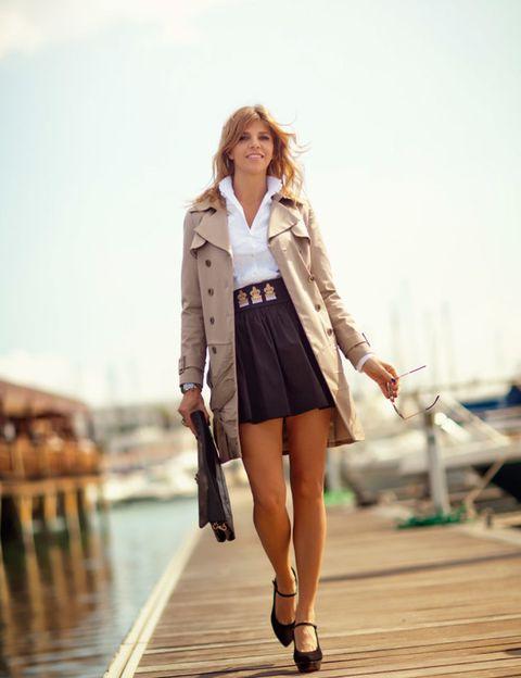 Leg, Brown, Sleeve, Collar, Coat, Human leg, Outerwear, Style, Bag, Street fashion,