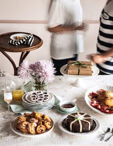 Cuisine, Serveware, Food, Sweetness, Dish, Cook, Dessert, Tableware, Ingredient, Dishware,