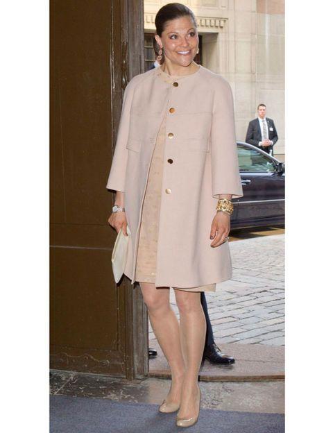 Clothing, Sleeve, Collar, Coat, Outerwear, Style, Street fashion, Blazer, Fashion, Jewellery,