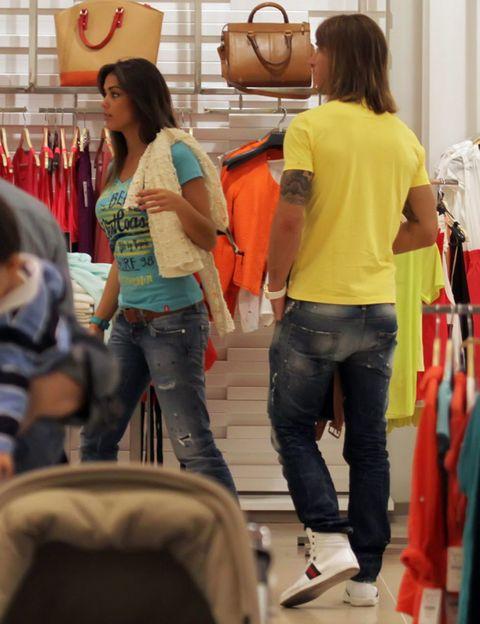 Leg, Denim, Trousers, Jeans, Textile, Shirt, T-shirt, Bag, Fashion, Luggage and bags,