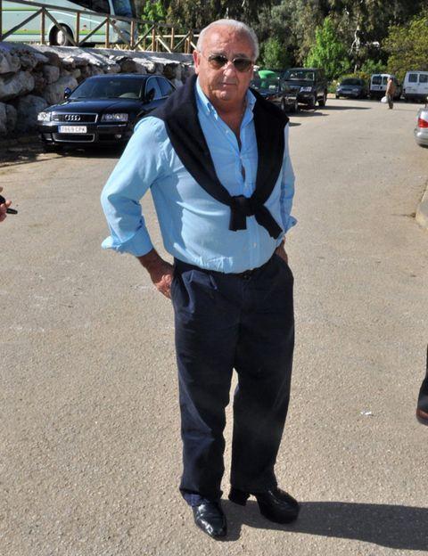 Trousers, Dress shirt, Collar, Shirt, Outerwear, Street fashion, Sunglasses, Pocket, Blazer, Full-size car,