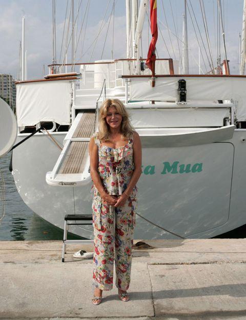 Boat, Mast, Dress, Watercraft, Sailboat, One-piece garment, Naval architecture, Ship, Sailing, Day dress,