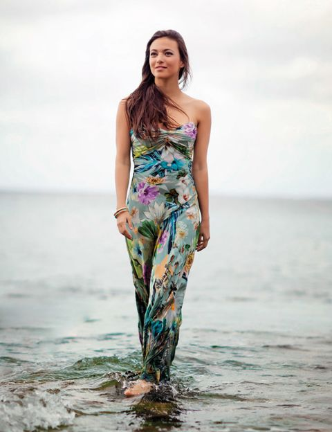 Clothing, Human body, Dress, Summer, People in nature, One-piece garment, Waist, Day dress, Fashion model, Ocean,