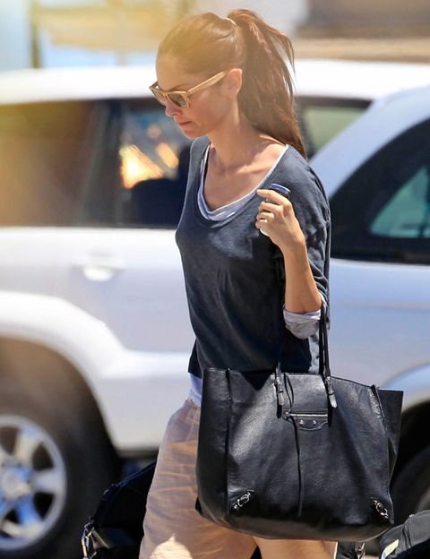 Glasses, Shoulder, Bag, Automotive tire, Fender, Street fashion, Vehicle door, Fashion accessory, Luggage and bags, Shoulder bag,