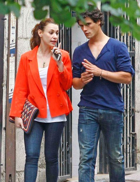 Clothing, Denim, Trousers, Jeans, Shirt, Standing, Outerwear, Coat, T-shirt, Street fashion,