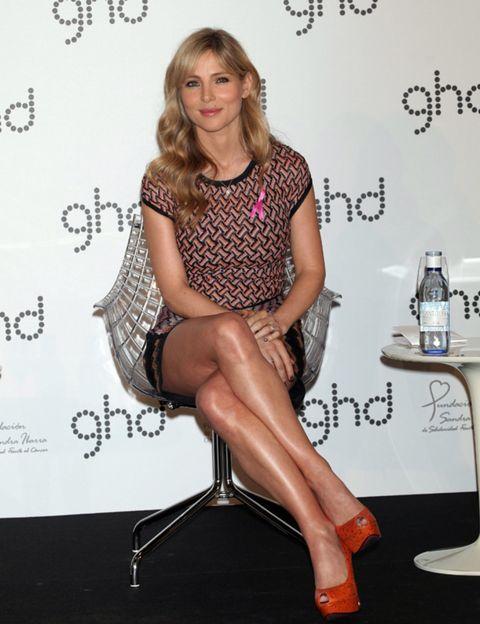 Leg, Human leg, Shoulder, Joint, Style, Fashion accessory, Dress, Knee, Thigh, Fashion,