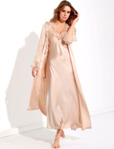 Sleeve, Shoulder, Dress, Textile, Joint, Standing, Formal wear, One-piece garment, Fashion model, Fashion,