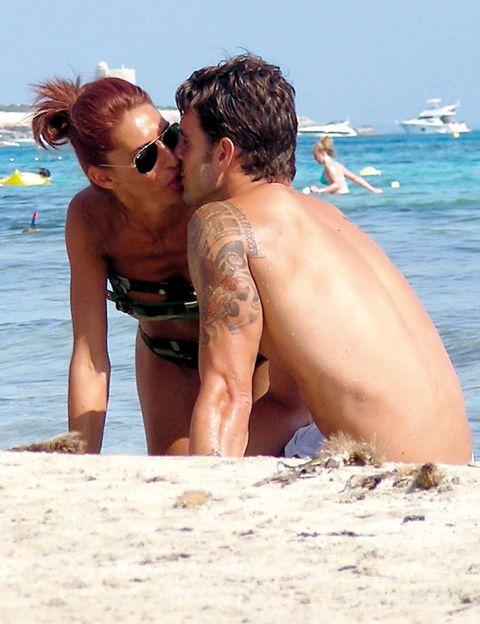 Eyewear, Fun, Sunglasses, Brassiere, People on beach, Mammal, Summer, Barechested, Holiday, Interaction,