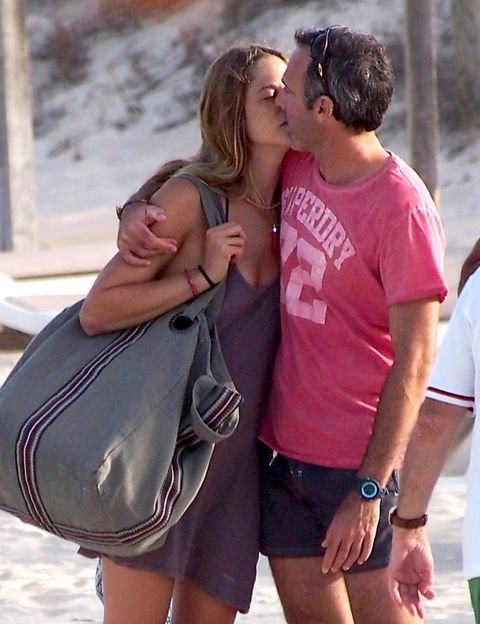 Watch, Summer, Bag, Kiss, Interaction, People in nature, Love, Romance, Honeymoon, Luggage and bags,