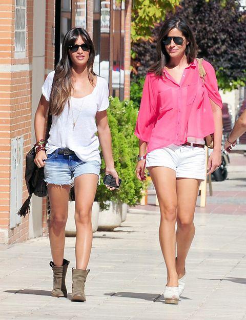 Clothing, Eyewear, Glasses, Leg, Vision care, Sunglasses, Human body, Shoulder, Human leg, Textile,