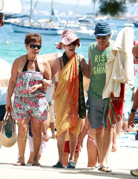 Eyewear, Leg, Vision care, Tourism, Hat, Summer, Shorts, Sunglasses, Vacation, Fashion,