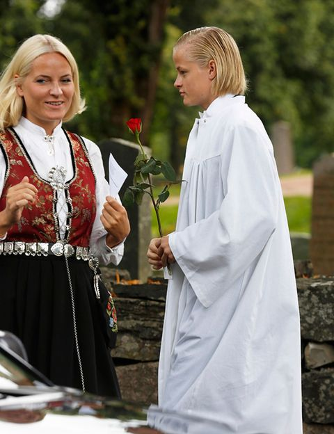 Face, Blond, Tradition, Ritual, Floristry, Flower Arranging,