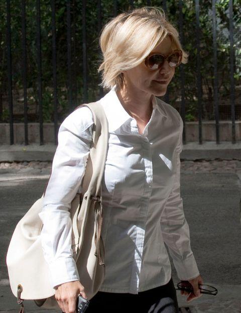 Clothing, Eyewear, Sleeve, Collar, Sunglasses, White, Style, Street fashion, Fashion, Pocket,