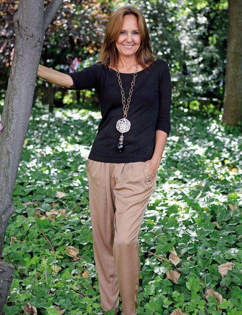 Sleeve, Shoulder, Jewellery, Leaf, People in nature, Fashion accessory, Khaki, Street fashion, Waist, Neck,