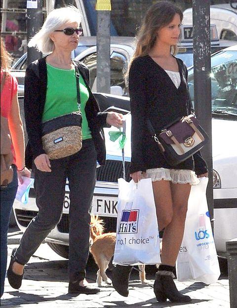 Clothing, Footwear, Leg, Trousers, Bag, Outerwear, Style, Street fashion, Fashion accessory, Sunglasses,