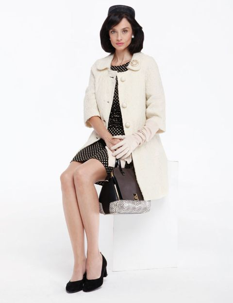 Clothing, Sleeve, Shoe, Shoulder, Textile, Joint, Human leg, Outerwear, White, Collar,