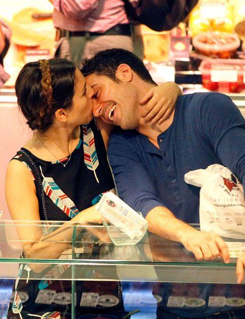 Ear, Interaction, Kiss, Retail, Romance, Love, Conversation, Customer, Dessert, Selling,