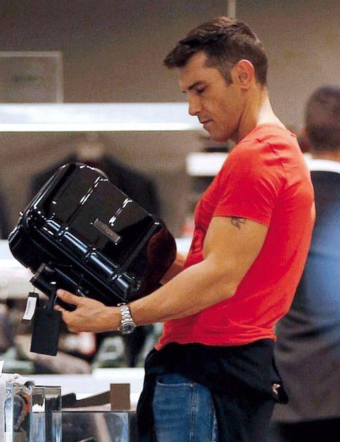 Elbow, Wrist, Denim, Glove, Baseball glove, Sports jersey, Cameras & optics, Belt, Pocket, Active shirt,