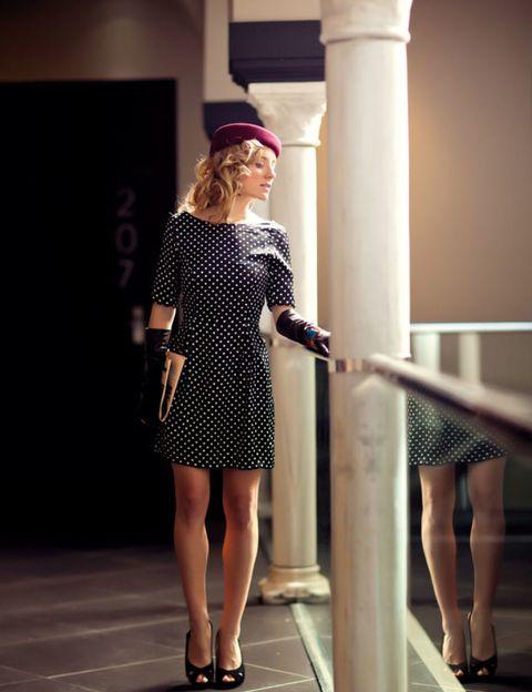 Leg, Human leg, Sleeve, Shoulder, Joint, Dress, Style, One-piece garment, Formal wear, Waist,