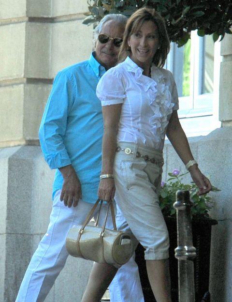 Shirt, Sunglasses, Bag, Fashion accessory, Goggles, Belt, Love, Pocket, Handbag, Cylinder,