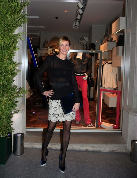 Human leg, Textile, Fashion, Knee, Street fashion, Tights, Clothes hanger, Waist, Calf, Door,