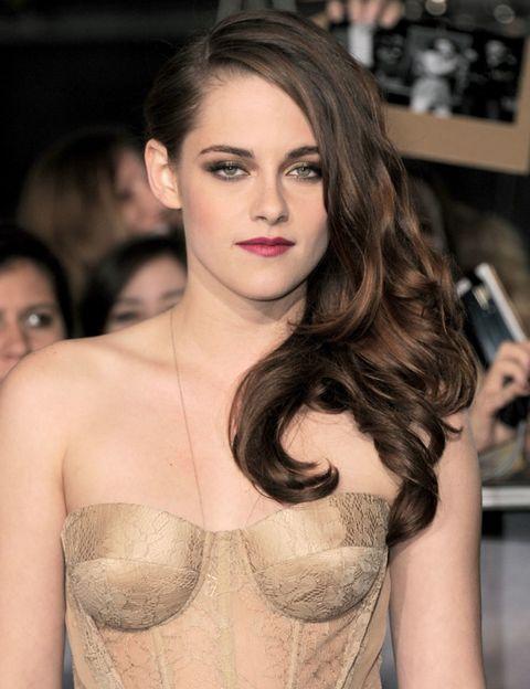 Face, Lip, Hairstyle, Shoulder, Eyelash, Style, Fashion model, Beauty, Chest, Fashion,