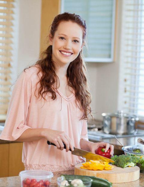 Window covering, Window blind, Cook, Window treatment, Produce, Cooking, Brown hair, Vegetable, Countertop, Food group,