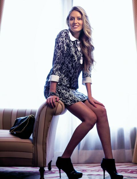 Clothing, Leg, Shoe, Human leg, Shoulder, Joint, Sitting, Style, Knee, Fashion accessory,