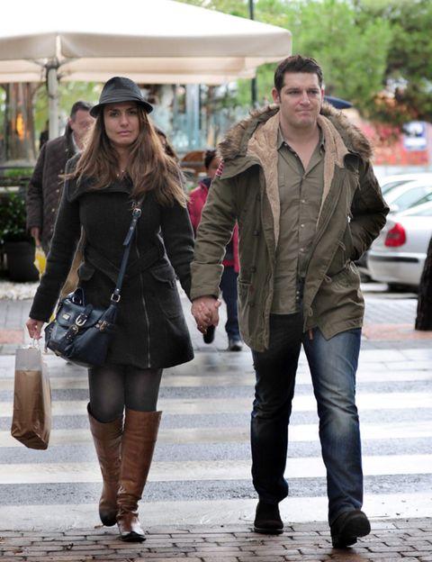 Clothing, Leg, Trousers, Textile, Coat, Jacket, Outerwear, Winter, Street fashion, Style,