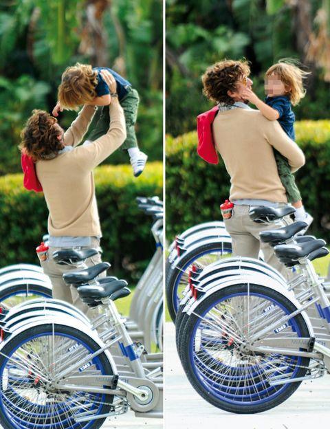 Bicycle tire, Wheel, Bicycle wheel rim, Bicycle wheel, Bicycle, Bicycle part, Shoe, Spoke, Bicycle fork, Bicycle frame,