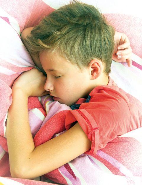 Ear, Cheek, Comfort, Child, Pink, Baby & toddler clothing, Elbow, T-shirt, Nap, Toddler,