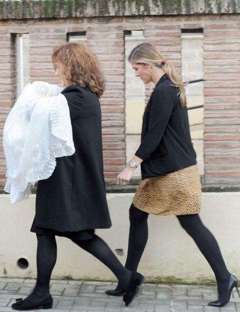 Clothing, Footwear, Leg, Shoe, Sleeve, Human leg, Standing, Photograph, Joint, Outerwear,