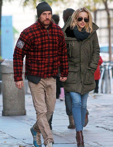 Clothing, Eyewear, Leg, Winter, Sleeve, Trousers, Human body, Plaid, Collar, Textile,