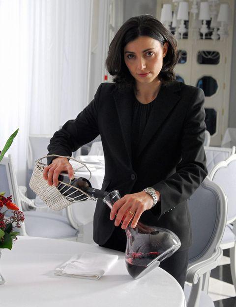 Tablecloth, Outerwear, Interior design, Table, Bouquet, Curtain, Blazer, Interior design, Beauty, Window treatment,