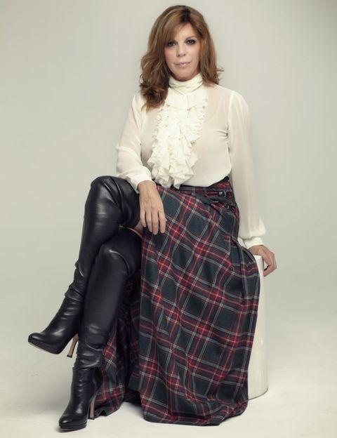 Clothing, Sleeve, Textile, Joint, Tartan, Plaid, Collar, Style, Pattern, Knee,