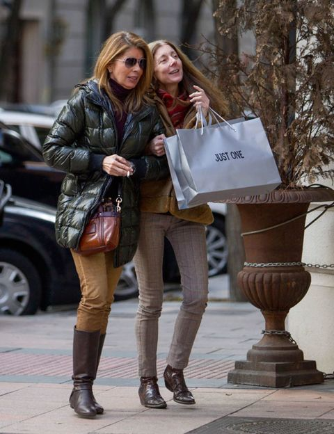 Clothing, Brown, Outerwear, Bag, Street, Style, Street fashion, Jacket, Boot, Fashion accessory,