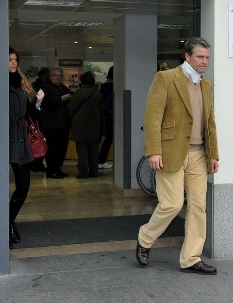 Clothing, Footwear, Leg, Coat, Trousers, Collar, Dress shirt, Suit trousers, Shirt, Standing,