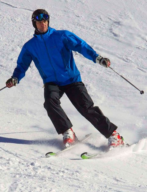 Clothing, Recreation, Winter sport, Sports equipment, Skier, Goggles, Outerwear, Snow, Jacket, Outdoor recreation,