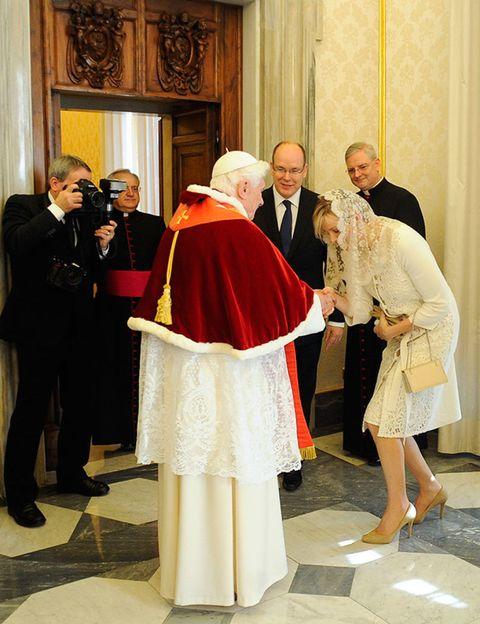 Bishop, Clergy, Priesthood, Vestment, Formal wear, Ritual, Presbyter, Bishop, Nuncio, Ceremony,