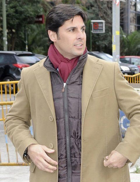 Clothing, Jacket, Sleeve, Collar, Textile, Outerwear, Coat, Street fashion, Khaki, Pocket,