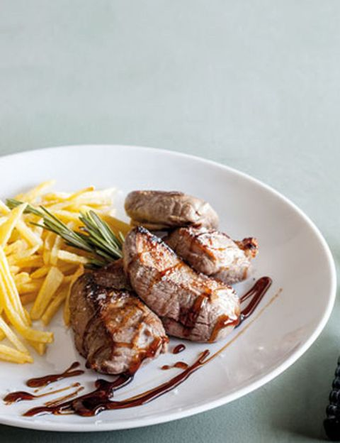 Food, Cuisine, Dishware, Ingredient, Tableware, Plate, French fries, Serveware, Dish, Recipe,