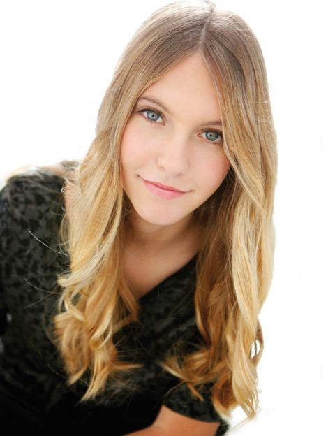 Lip, Hairstyle, Chin, Eyelash, Style, Step cutting, Long hair, Beauty, Brown hair, Blond,