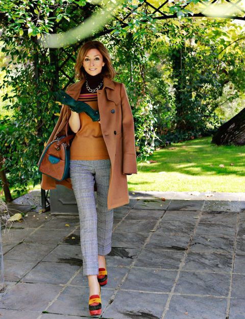 Clothing, Brown, Shoulder, Textile, Outerwear, Coat, Style, Bag, Street fashion, Jacket,