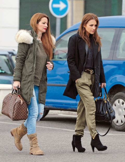 Clothing, Footwear, Leg, Brown, Coat, Trousers, Textile, Bag, Outerwear, Winter,