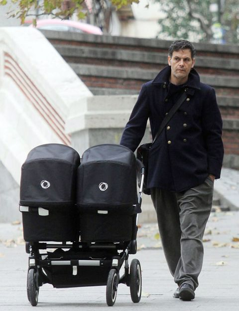 Wheel, Product, Coat, Outerwear, Style, Street fashion, Blazer, Baby Products, Rolling, Baby carriage,