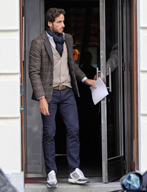 Leg, Dress shirt, Trousers, Collar, Coat, Shirt, Standing, Outerwear, Suit trousers, Pocket,