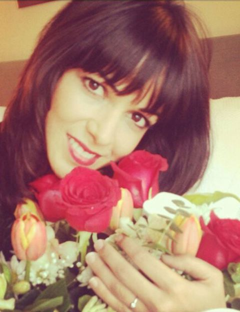 Human, Lip, Finger, Petal, Bouquet, Flower, Nail, Cut flowers, Beauty, Bangs,
