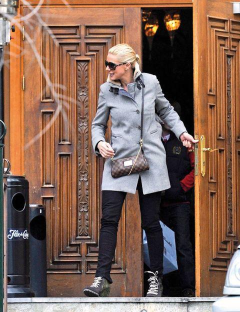 Clothing, Trousers, Coat, Door, Standing, Outerwear, Street fashion, Blazer, Collar, Jacket,