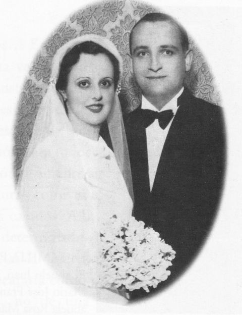Clothing, Bridal veil, Forehead, Veil, Eyebrow, Bridal clothing, Photograph, Collar, Formal wear, Bride,